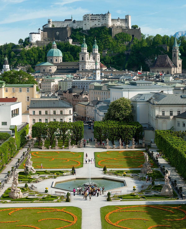 Sehenswürdigkeiten Salzburg, Blick über den Mirabellgarten auf die Salzburger Altstatdt